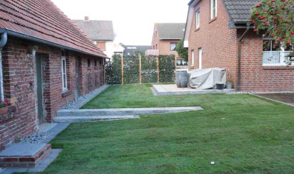 Fertiggestellte Rasenfläche aus Rollrasen
