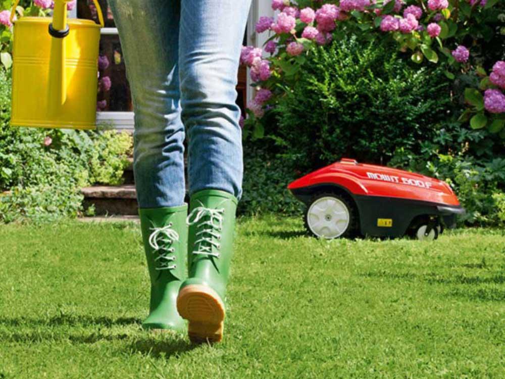 Nicht stolpern! Fast unbemerkt wird Ihr Rasen zu den programmierten Zeiten gemäht