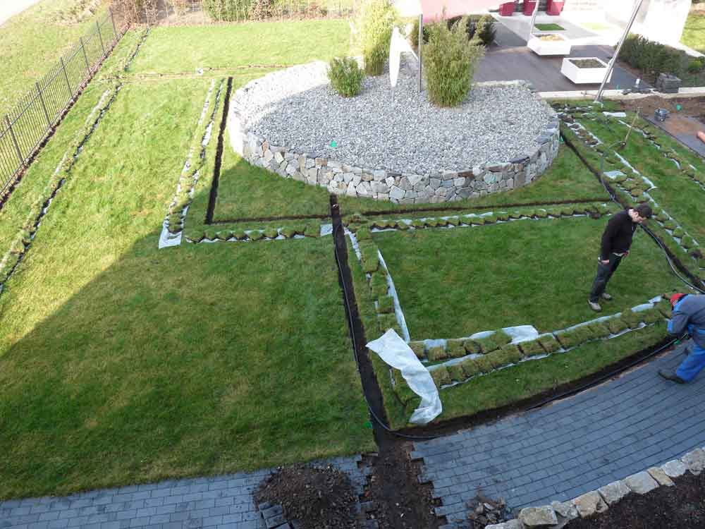 Problemloser Einbau einer Bewässerungsanlage in eine bestehende Gartenanlage.