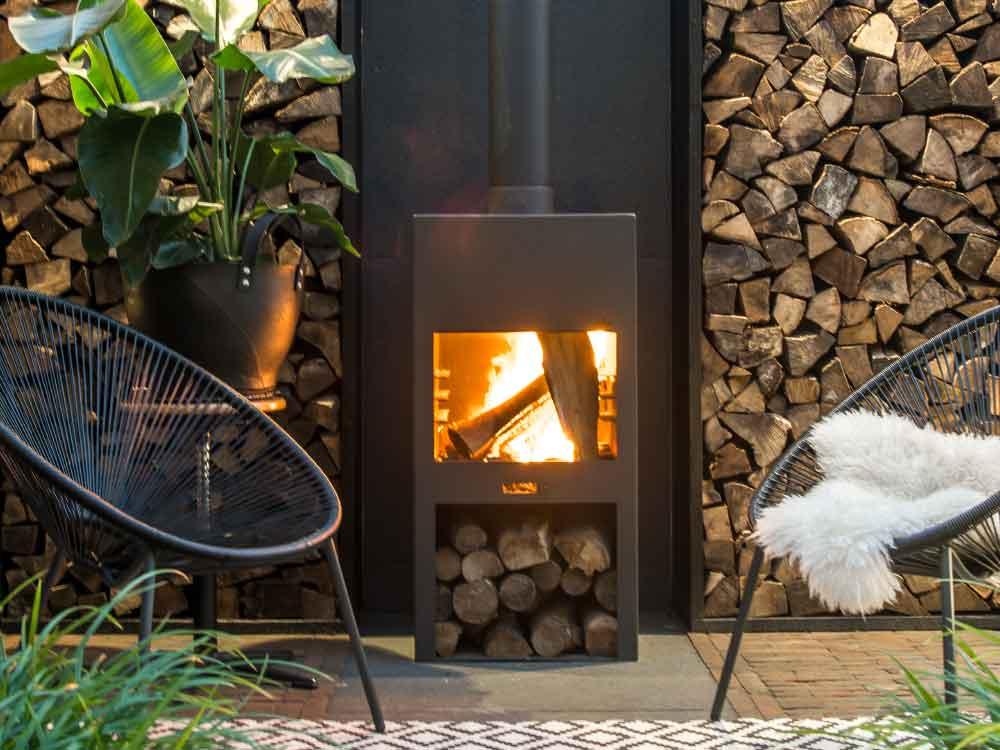 Gartenkamine sind ein außergewöhnliches Highlight einer jeden Garten-Lounge.