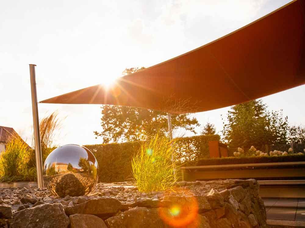 Sonnensegel – der passende Sonnenschutz für ihre neue Garten-Lounge